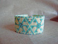 """Bracelet manchette perles Miyuki indien huichol """"Etoile de Noel"""" beige et turquoise. Tissé peyote : Bracelet par m-comme-maryna Cuff Bracelets, Beige, Turquoise, Boutique, Comme, Handmade, Jewellery, Etsy, Indian"""