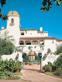 Architect William Mahan designed Spa Ojai and the entire renovation of the Ojai Valley Inn & Spa, near Santa Barbara, California, in the Spanish colonial style of the inn's old clubhouse by Wallace Neff. Like the spa, all of the new buildings wrap around central courtyards.
