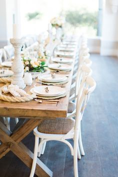 The white chairs with the brown wood create such a clean and fresh look to your tablescape