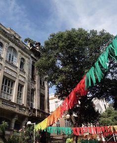 RECIFE  Tarde de reuniões no Recife Antigo! Já tá tudo pronto pro carnaval! #home by camilacoutinho
