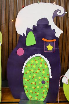 I want to live in a Who-Ville House! {Who-Ville Party } - Life Through A Lens Christmas Cave, Grinch Christmas Party, Grinch Party, Kids Christmas, Christmas Crafts, Xmas, Whoville Christmas Decorations, Christmas Door Decorating Contest, Grinch Christmas Decorations