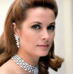 Grace Kelly dripping in diamonds