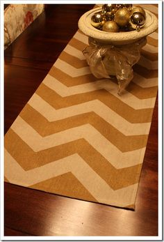 How to spray paint a chevron table runner using canvas drop cloth Drop Cloth Projects, Burlap Projects, Diy Craft Projects, Sewing Projects, Craft Ideas, Home Crafts, Diy Home Decor, Diy Crafts, Paint Chevron