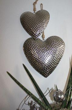 Perfect WD u Aussergew hnliche Wanddeko Gespaltenes Kokosblatt dekoriert mit nat rlichen Materialien und einer Edelstahlkugel Passend zu unserer Tisc u