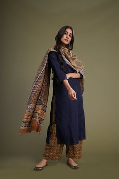 Simple Kurti Designs, Salwar Designs, Kurta Designs Women, Kurti Designs Party Wear, Pakistani Dresses, Indian Dresses, Indian Outfits, Pakistani Kurta, Salwar Kameez