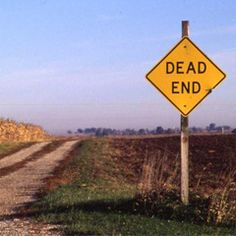 Stuck in a dead end job? Here are 3 signs to spot it and what you can do to turn it around.