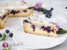Best cheesecake: Grandma's baked quark cake with blueberries and sprinkles – Obstkuchen Mini Desserts, Cake Recipes, Dessert Recipes, Hawaiian Sweet Rolls, Best Cheesecake, Healthy Protein, Macaron, Food Cakes, Food Items