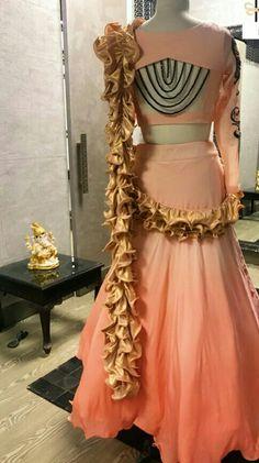 Choli Designs, Sari Blouse Designs, Blouse Neck Designs, Kurta Designs, Blouse Styles, Stylish Dresses, Fashion Dresses, Simple Lehenga, Lehenga Gown