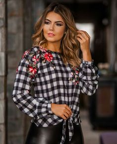 Es hermosa..me gusta Corsage, Latest Tops, Fashion Updates, Casual Jeans, Cute Tops, Fashion Outfits, Womens Fashion, My Outfit, Blouses For Women