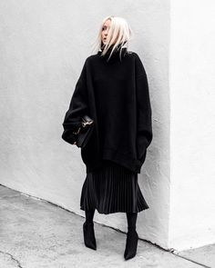 10.2K vind-ik-leuks, 108 reacties - Figtny (@figtny) op Instagram: 'Thanks to my friends @aritzia for feeding my Pleated Skirt Obsession ✌🏻 New on figtny.com incl. ALL…'