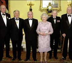 The Queen hosts a dinner for Australian Prime Ministers Malcolm Fraser, Bob Hawke, John Howard, John Gorton and Gough Whitham to commemorate the centenary of modern Australia in 2000 © Press Association Hm The Queen, Save The Queen, Sarah Hanson Young, Bob Hawke, Malayan Emergency, Australian People, Defender Of The Faith, John Howard