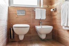 Bagni piccoli: 15 soluzioni per una ristrutturazione moderna! Ispiratevi Toilet, Bathroom, Chromotherapy, Home, Trendy Tree, Washroom, Flush Toilet, Bath Room, Toilets