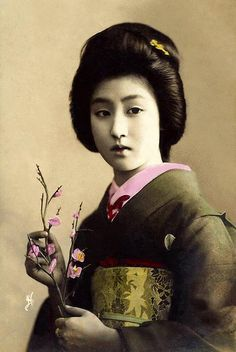 The Geisha HAWARYU -- A Meiji-era Beauty from OLD JAPAN