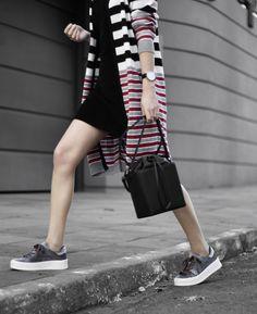 tênis de veludo, vestido preto, maxi cardigan / velvet sneakers, velvet dress, black dress, over cardigan.
