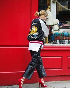 今、世界のファッショニスタたちが取り入れている刺繍入りボンバージャケット。ZARAからも新作の注目アイテムとして登場しました。