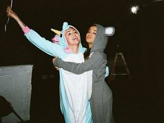 ariana grande, miley cyrus, and unicorn resmi