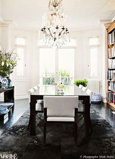 19 dining spaces you would be proud to have in your home: A large antique chandelier anchors this dining area and is juxtaposed against a modern dining setting.  Photo: Mark Seelen