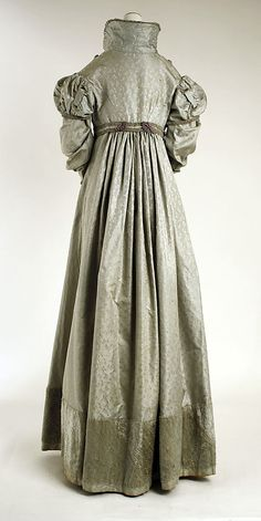 Pelisse 1820 American, silk, @ The Met 1800s Fashion, 19th Century Fashion, Victorian Fashion, Vintage Fashion, Jane Austen, Vintage Gowns, Mode Vintage, Vintage Outfits, Antique Clothing