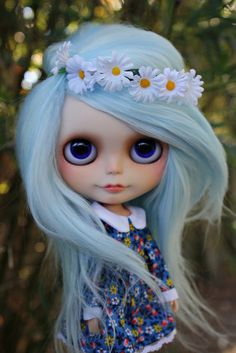 Alpaca reroot, dyed blue (prob from white natural). straighter more like cotton candy tufts. (compared to the alpaca) from what I can tell blythe doll.
