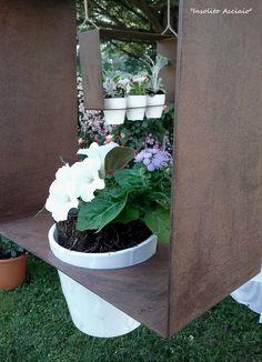 ecco un originale quadretto in corten per incornicare vasi di fiori , porta candele ... da atttaccare al muro o appeso