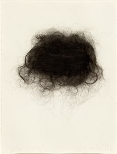 "Hannah Wilke ""Brushstrokes nº7"" (1992) Pelo de la artista sobre papel Archer. Medidas: 74.9 x 56.5 cm. Tema: Cáncer"