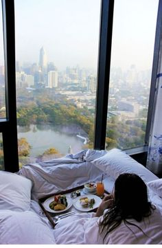 Now, that's what I call breakfast in bed! - Imgur