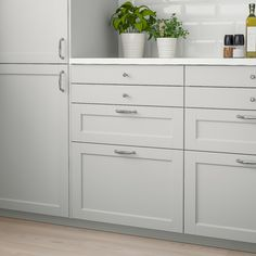 LERHYTTAN drawer front has a distinct traditional character, with a solid wood frame with bevelled edges and an inset veneer panel. LERHYTTAN creates a cozy kitchen with rustic charm. Ikea Kitchen Handles, Grey Ikea Kitchen, Cosy Kitchen, Ikea Kitchen Design, Ikea Kitchen Pantry, Ikea Kitchens, Shaker Kitchen Cabinets, Kitchen Cabinet Drawers, Ikea Cabinets