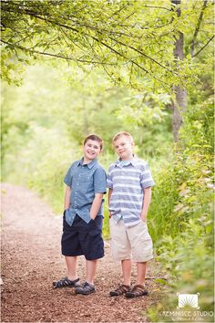 brothers - sibling photography wisconsin| reminisce studio