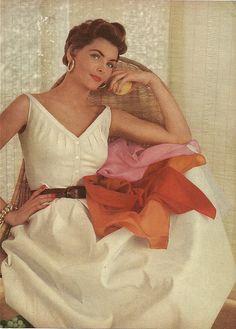 1954 chic summer fashion. #vintage #1950s #dresses