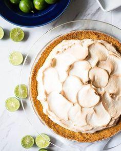 Key Lime Marshmallow Meringue Pie #keylimepie #keylime #baker ##foodielicious #foodieliciousblog #foodrecipe #recipe #chefboyarme #wannabechef