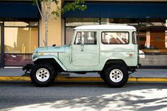 Grew up with one of these on our farm in New Zealand. Love the old Toyota 4x4's.