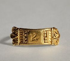 Finger ring with a griffin. Etruscan, 6th century BC  Gold. 2,0 cm diameter