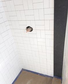 Cool cross hatch style for subway tiles Basket Weave Tile, Basket Weaving, Subway Tile Patterns, Subway Tile Showers, Subway Tiles, Best Bathroom Flooring, Bathroom Renovations, Bathrooms, Small Bathroom