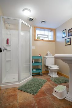 Traditional 3/4 Bathroom with American Standard Town Square 24 Inch Pedestal Sink, flush light, High ceiling, Pedestal sink
