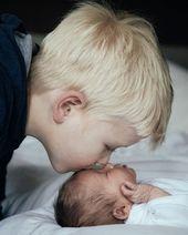 Love between brothers and sisters, especially. Newborn Sibling, Foto Newborn, Baby Boy Newborn, Baby Boy Photos, Newborn Pictures, Baby Pictures, Newborn Baby Photography, Children Photography, Newborn Fotografie