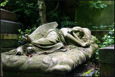 """Sleeping Angel"" monument at the grave of Mary Nichols, Highgate Cemetery, London, England. Photo by Kieran Kelly (ec1jack @ flickr.com) (© 2008)."