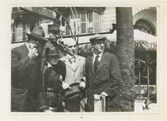 * Manuel Ortiz de Zarate Henri-Pierre Roché, Marie Vassilieff, Max Jacob et Picasso boulevard Montparnasse près de l'entrée du métro Vavin devant le café La Rotonde photo Cocteau 12 août 1916