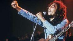 Image copyright                  Getty Images Image caption                                      Robert Nesta Marley Booker, más conocido como Bob Marley, llevó la música reggae y el movimiento Rastafari a la fama mundial. Pero para su país, él fue mucho más que eso.                                La noche del 3 de diciembre de 1976 siete pistoleros ingresaron a la propiedad del cantante de reggae más famoso del mundo. En el patio se c