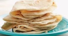 This simple flatbread recipe can be cooked with children for an easy rainy day activity. Easy Flatbread Recipes, Homemade Tortillas, Snack Recipes, Snacks, Falafel, Cooking With Kids, Vegan Vegetarian, Chips, Yummy Food