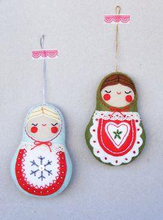 He encontrado este interesante anuncio de Etsy en https://www.etsy.com/es/listing/208459618/pdf-pattern-nesting-dolls-felt-christmas