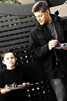 Omlll I swear this kid could be Dean's child!!!!! He is just like him!!! *-*