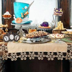 Wonderful table setting for an Alice in Wonderland themed party.    #wonderland