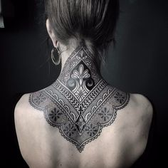 Ornamental mehndi style neck / upper back tattoo by Ellemental Tattoos, an artist based in Berlin, Germany. Mehndi Tattoo, Henna Style Tattoos, Backpiece Tattoo, Tattoo Dotwork, Nape Tattoo, Mehndi Style, Henna Tattoo Designs, Best Tattoo Designs, Trendy Tattoos
