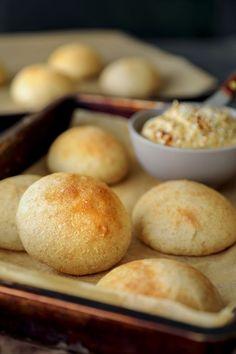 Rapeakuoriset sämpylät pikajuurella Bread Recipes, Hamburger, Diet, Baking, Food, Drinks, Inspiration, Drinking, Bakken