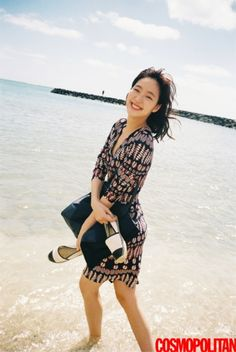 """Actress Kim Go-eun, who recently played a lead role in tvN's drama series """"Cheese in the Trap,"""" modeled for a pictorial in the April issue of fashion magazine Cosmopolitan. Korean Actresses, Korean Actors, Kim Go Eun Style, Unisex Fashion, Girl Fashion, Korean Celebrities, Celebs, Korean Girl, Asian Girl"""