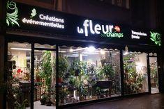 Réalisation par www.vireoverso.com d'une enseigne en caisson lumineux avec plexiglas pour un fleuriste à Saint-lô. #enseigne #fleuriste #saintlo #enseigniste