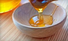A Simple DIY Hair Treatment: All you have to do is combine half a cup of honey with 1 egg yolk and 1 tbsp of olive oil in a bowl, stir it up, and work the solution into damp hair. (not sure I'd give up a cup for my hair! ) Thanks yo Kathy helms! Beauty Secrets, Diy Beauty, Beauty Hacks, Beauty Tips, Damp Hair Styles, Natural Hair Styles, Diy Hair Treatment, Hair Treatments, Honey Benefits