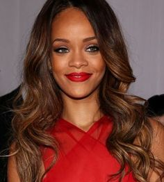 Didn't Rihanna look absolutely stunning at the Grammys? Rihanna Looks, Rihanna Style, Rihanna Makeup, Flawless Makeup, Celebrity Look, Fashion Advice, Lady In Red, Beautiful People, School