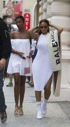Rihanna wearing Rihanna x Dior Sunglasses in Gold, Balenciaga Lamb Fur Stole, Vetements Sock Boot in White and Faustine Steinmetz Spring 2016 Dress Rihanna Street Style, Mode Rihanna, Best Street Style, Classy Outfits, Chic Outfits, Girl Outfits, Fashion Outfits, Womens Fashion, Black Girl Fashion