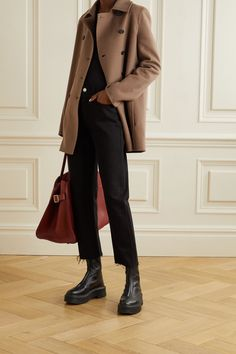 Light brown Saku double-breasted cashmere coat | The Row | NET-A-PORTER Simple Outfits, Fall Outfits, Casual Outfits, Cute Outfits, The Row, Neutral Outfit, Cashmere Coat, Facon, Models